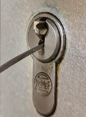 sleutel resten uit slot verwijderen door slotenmaker